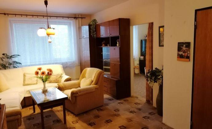4-izbový byt (108m2) s krbom, 2 loggiami, GARÁŽOU a 2 pivnicami v centre Martina