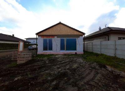 Rodinný 3-izbový dom osadený na peknom pozemku s oplotením v štandarde