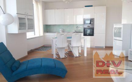 PANORAMA CITY zariadený 3 izbový byt v novostavbe, loggia, pivnica, internet, 2 X parking