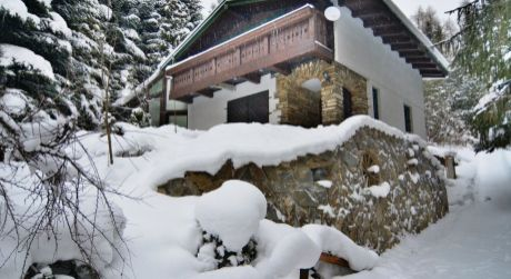REZERVOVANÉ chata v Bachledovej doline. Plocha: úžitková 140m2. Rozloha pozemku 1723 m2