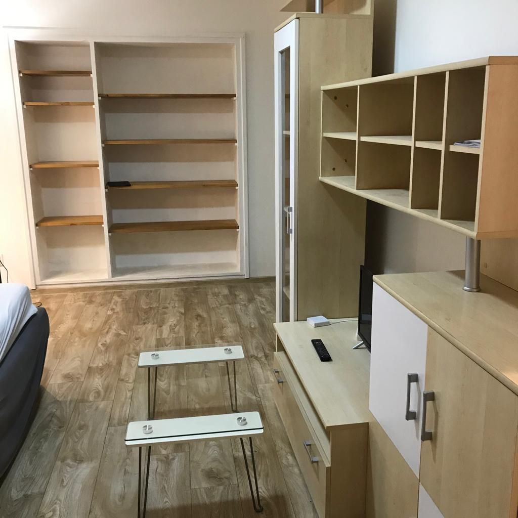 1-izbový byt-Prenájom-Bratislava - mestská časť Staré Mesto-420 €