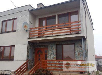 3037 Na predaj veľký 5 izbový rodinný dom v obci Zlatná na Ostrove