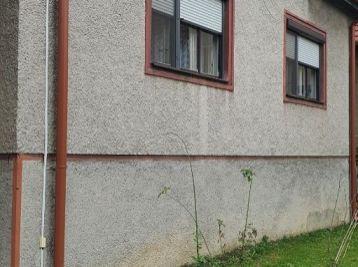 Ponúkame Vám na predaj starší rodinný dom v obci Skačany.