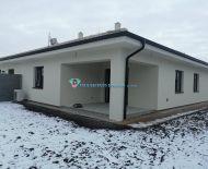DIAMOND HOME s.r.o. ponúka Vám na predaj 4 izbový rodinný dom (Dvojdom) zakrytou terasou v Dunajskej Strede