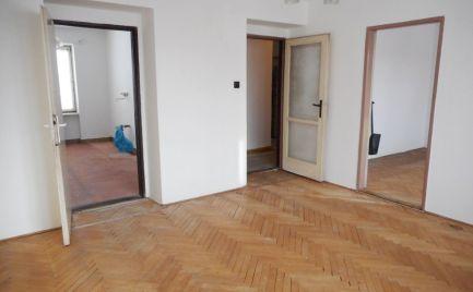 Predaj dvojizbový tehlový byt pripravený na prerábku v Senici, ul. Robotnícka