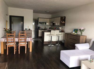 Moderne prevedený 3-izbový byt s balkónom v uzavretom rezorte s parkovaním