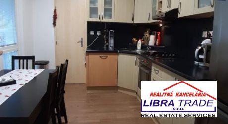 Prenájom - kompletne prerobený veľký 3 izbový byt s balkónom na VII. sídlisku v Komárne