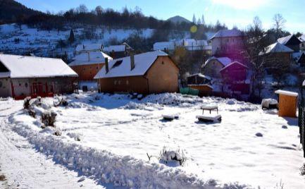 DMPD real Vám ponúka na predaj  pozemok o rozlohe 714m2, nachádzajúci sa v krásnej  podhorskej obci Čavoj