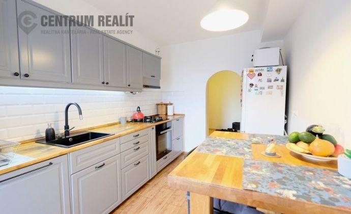 IBA U NÁS: mimoriadne priestranný 3-izbový byt s lodžiou, Nové Mesto