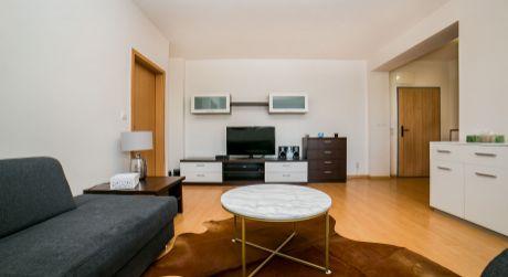 SUPER PONUKA NA PRENÁJOM 2 izbový, slnečný byt s veľkým balkónom neďaleko novej autobusovej stanice NIVY