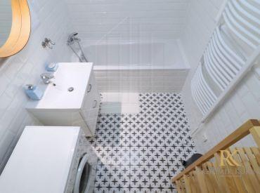 PRENÁJOM 2 izbový zariadený ešte neobývaný byt so zmenenou dispozíciou po rekonštrukcii na ulici Včelárska v Ružinove