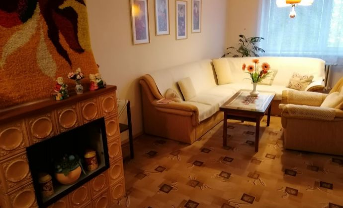 nadrozmerný 4-izbový byt (108m2) s GARÁŽOU, 2 loggiami, krbom a 2 pivnicami v centre Martina