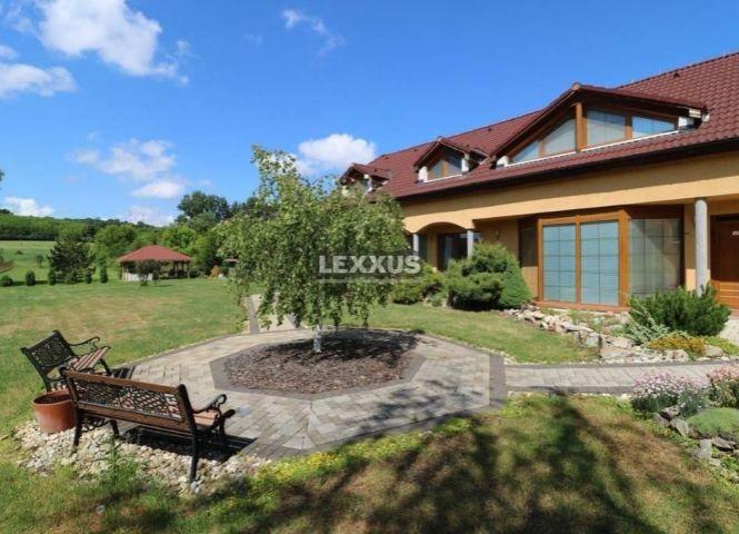 Rodinný dom - Santovka - Fotografia 1