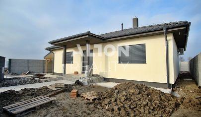 PRED DOKONČENÍM - Na predaj 4 izbový rodinný dom s pozemkom 545 m2, terasa, prístrešok.