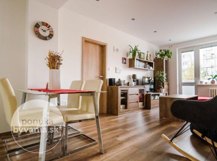 REZERVOVANÉ - PLANÉT, 4-i byt, 87 m2 – slepá ulica, TEHLA, kompletná rekonštrukcia bytu aj domu, MÁLO SUSEDOV