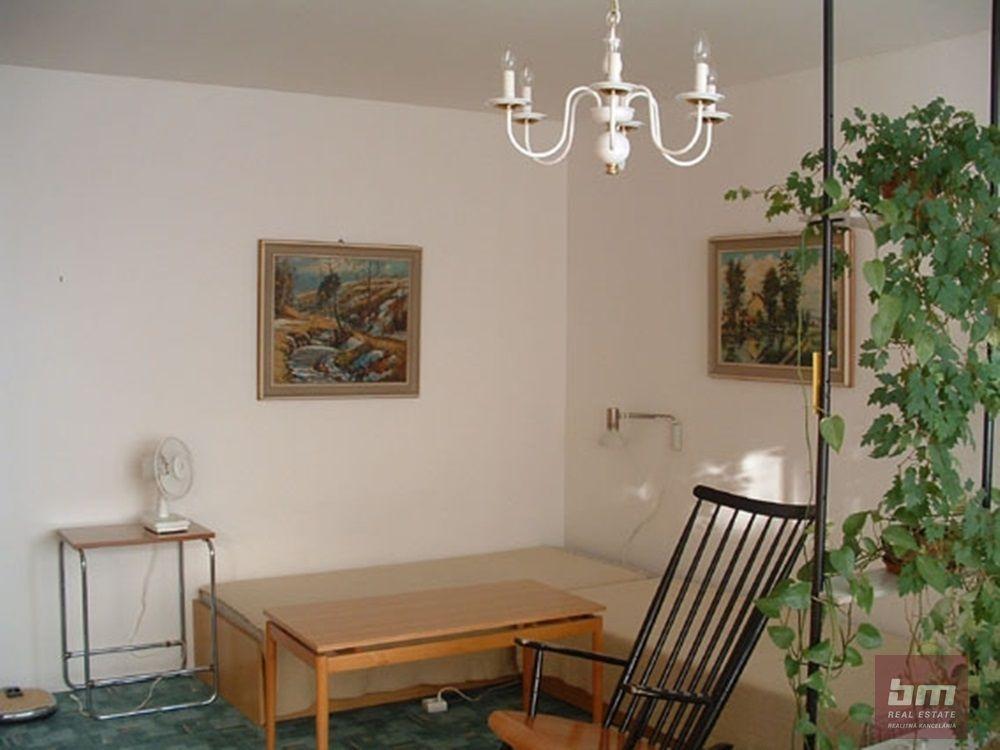 1-izbový byt-Prenájom-Bratislava - mestská časť Dúbravka-370.00 €
