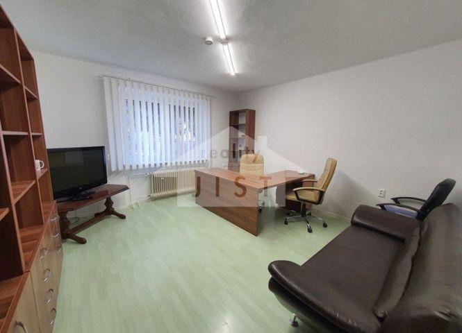 kancelárie - Bojnice - Fotografia 1
