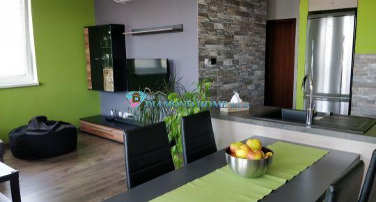 DIAMOND HOME s.r.o. Vám ponúka na predaj krásny tehlový 3 izbový byt  vo veľmi vyhľadanej lokalite v DS