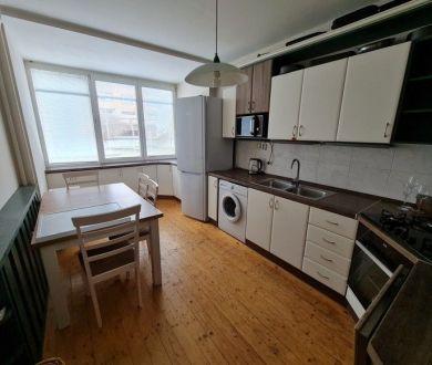 REZERVOVANÝ-Exkluzívne u nás. Ponúkame na predaj pekný 3 izbový byt na sídlisku Rozkvet.