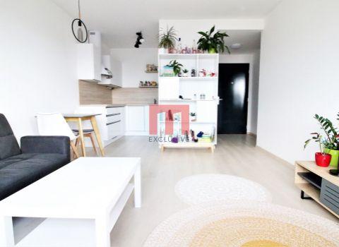 Na prenájom 2 izbový byt s krásnym výhľadom v novostavbe FUXOVA na začiatku Petržalky