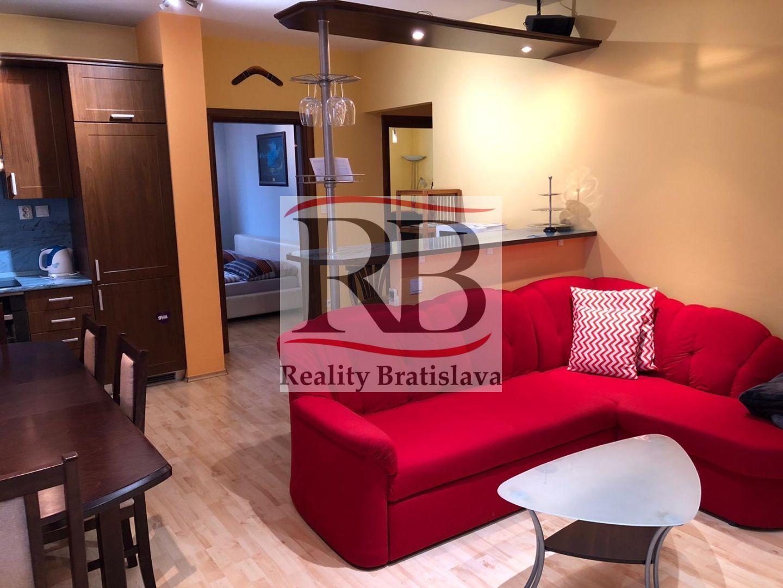 3-izbový byt-Prenájom-Bratislava - mestská časť Petržalka-700.00 €