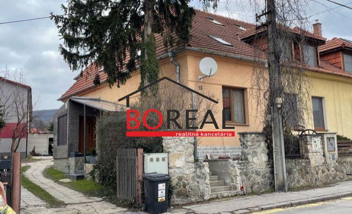 Trojpodlažný 4izb. RD bez záhrady, ÚP 130 m2, Pri vinohradoch, Bratislava - Rača