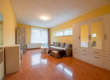 REZERVOVANE 1 izbový byt v novostavbe s balkónom a výhľadom do zeleného dvora