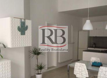 Na prenájom 3 izbový byt v centre Bratislavy na Klariskej ulici, BAI