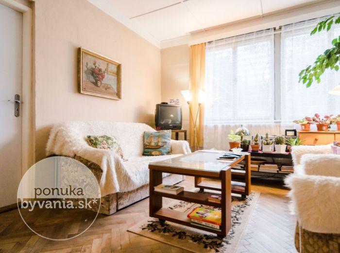 REZERVOVANÉ - JAHODOVÁ, 2-i byt, 66 m2 – VLASTNÁ ZÁHRADKA, centrum mesta na pešo, BEZPROBLÉMOVÉ PARKOVANIE