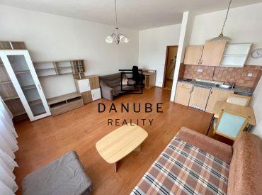 Prenájom 1-izbový byt 37 m2 v KOLOSEU na Tomášikovej ulici, Bratislava- Nové mesto.