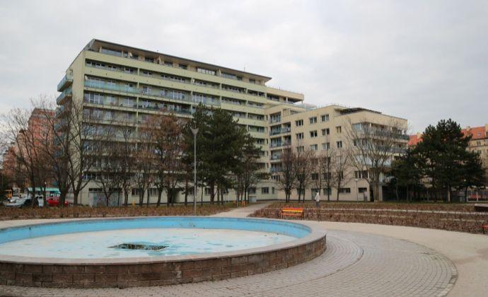 Predaj: Veľkorysý 4 izbový byt 122 m2 + balkóny 28 m2, 2x garáž priamo v dome, širšie centrum