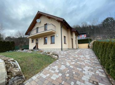 Na predaj 10- ročný dvojpodlažný rodinný dom , Žilina - Trnové (1030m2) s bazénom