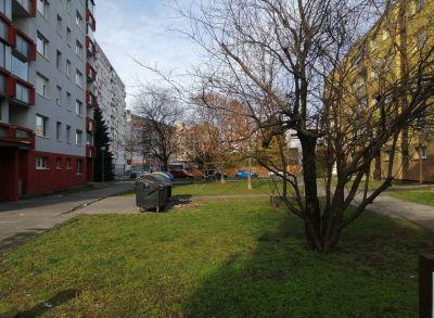 Výborný 2-izbový byt s loggiou na Hraničnej ulici