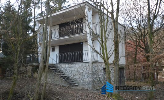 Murovaná, priestranná chata neďaleko priehrady