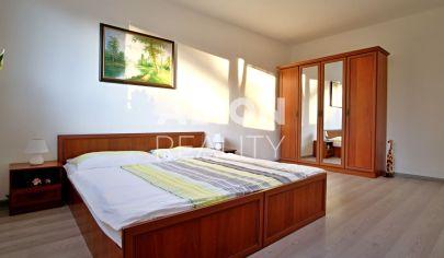 REZERVOVANÉ Na predaj1 izbový byt so samostatnou kuchyňou,  blízko centra s krásnym výhľadom na zeleň a potok.