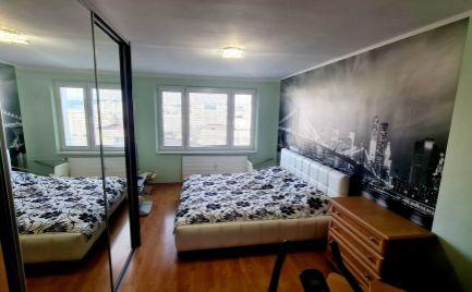 """NA PREDAJ kompletne zrekonštruovaný  3- izbový byt typu """" U"""", časť Sásová."""
