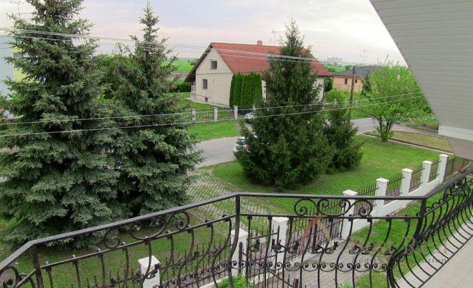 Best Real - predaj priestranného rodinného domu s veľkým pozemkom v obci Vydrany.
