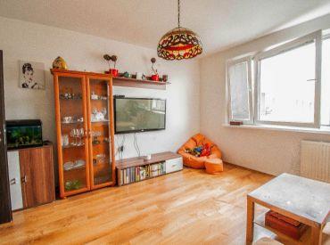 - REZERVOVANÉ - Na predaj 3-izbový byt + KK + lodžia, s výbornou dispozíciou, Majerníkova ul. Dlhé Diely