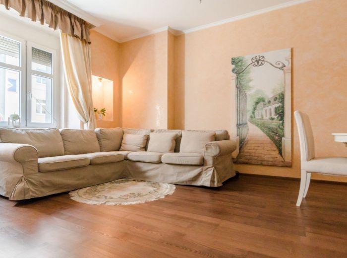 ŠPITÁLSKA, 3-i byt, 80 m2 - CENTRUM, tehla, vlastný DVOR, Medická záhrada, LUXUSNÁ rekonštrukcia
