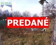 Na predaj pozemok 953 m2 na rodinný dom Topoľčianky FM1016