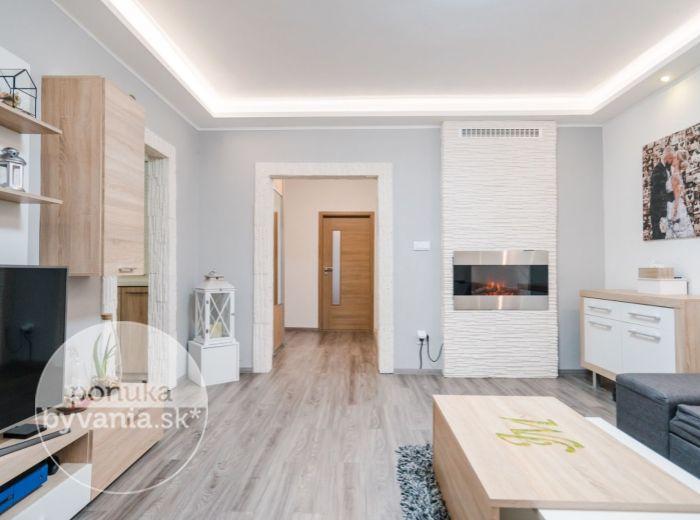 PREDANÉ - NA BARINE, 3-i byt, 74 m2 – HNEĎ PRI LESE, vkusná rekonštrukcia, TICHO A POKOJ, Malé Karpaty, KRB