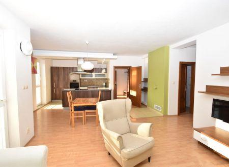 REZERVOVANÝ  Veľkometrážny 3 izbový zariadený byt na prenájom, 98 m2, 2x balkón, centrum, Piešťany