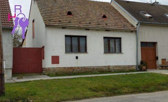 Na predaj rodinný dom v centre obce Horná Krupá, v tesnej blízkosti Malých Karpát.
