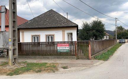 MAĎARSKO - HÍDVÉGARDÓ SEDLIACKA CHALUPA  V PEKNEJ LOKALITE