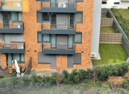 Bývanie s vlastnou záhradou 111m2 v centre mesta, 4xizba 2xkúpeľňa garáže, stavba roka 2019