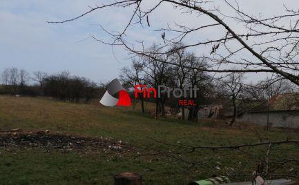 Na predaj rozľahlý stavebný pozemok s pekným výhľadom na dedinu, Trávnica