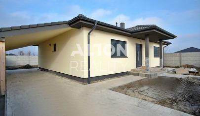 Na predaj 4 izbový rodinný dom s pozemkom 576 m2, samostatná garáž, terasa s prístreškom, prístrešok pre auto.