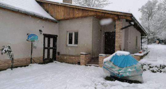4 izbový podpivničený Rd s prístavbou 10 km od Lučenca