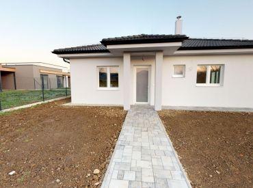 NOVOSTAVBA rodinný dom 4+kk, Trenčín (Záblatie) 3D virtuálna prehliadka