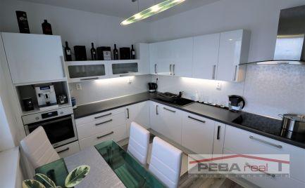 Prenájom krásneho kompletne zariadeného a klimatizovaného 3i bytu v novostavbe na Vilovej ul.